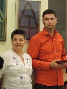 Szvacsekné Gitta, alapítványunk ügyvezetője és Karl Ákos a 2015. december 3-án megtartott partnertalálkozón és kiállításmegnyitón.